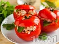 Рецепта Леко предястие от пълнени домати с гъби, майонеза, шунка и лук